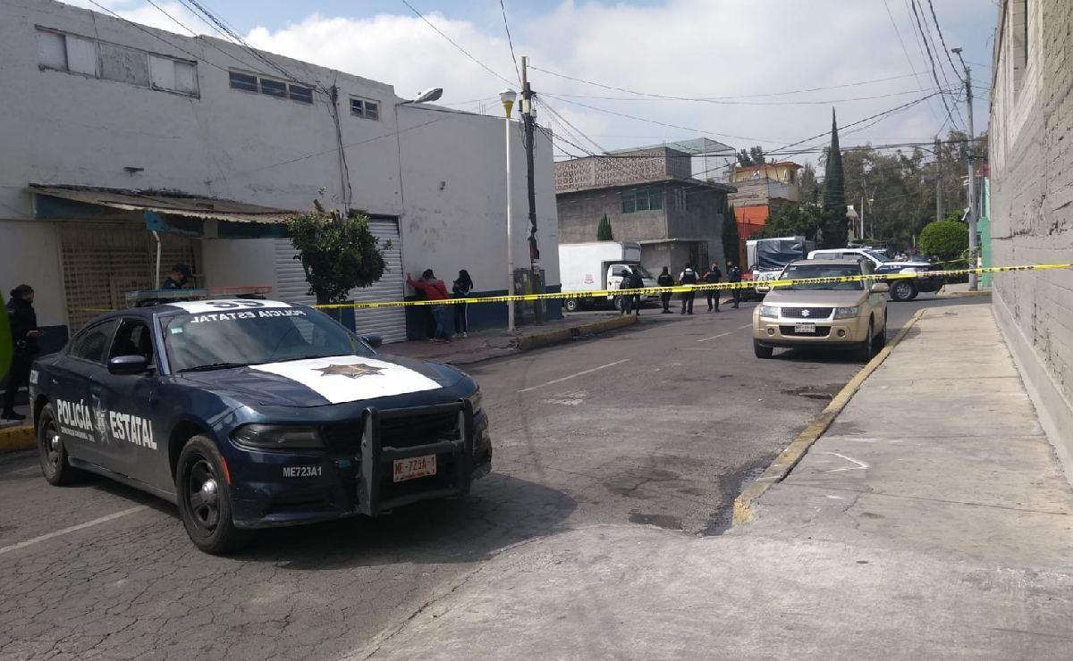 Mexiquenses reportan camioneta abandonada y policías los ignoran, hasta que apestó a muerto