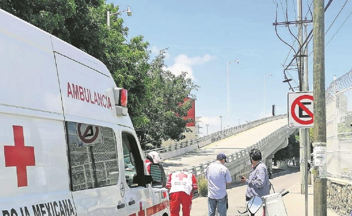 Joven de 14 años intenta cruzar la calle cuando un motociclista lo embiste, en Morelos
