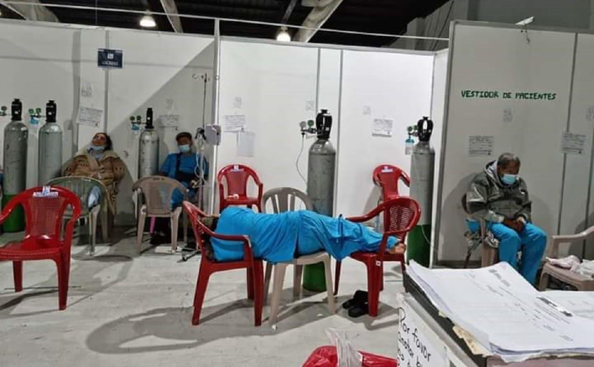 Colapsa hospital en Guatemala ante crisis por Covid-19, atienden a pacientes en sillas