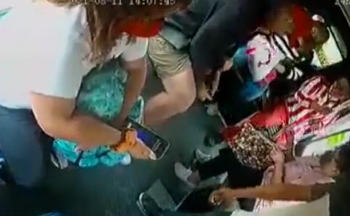 Asaltantes echan bala dentro de una combi en el Edomex, pese a que pasajeros cooperaron