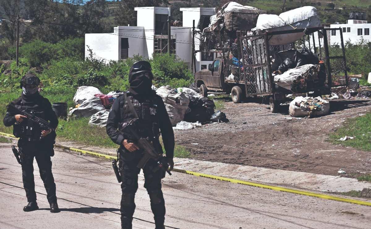 Tiran tres cadáveres entre un montón de desperdicios industriales, en Guerrero