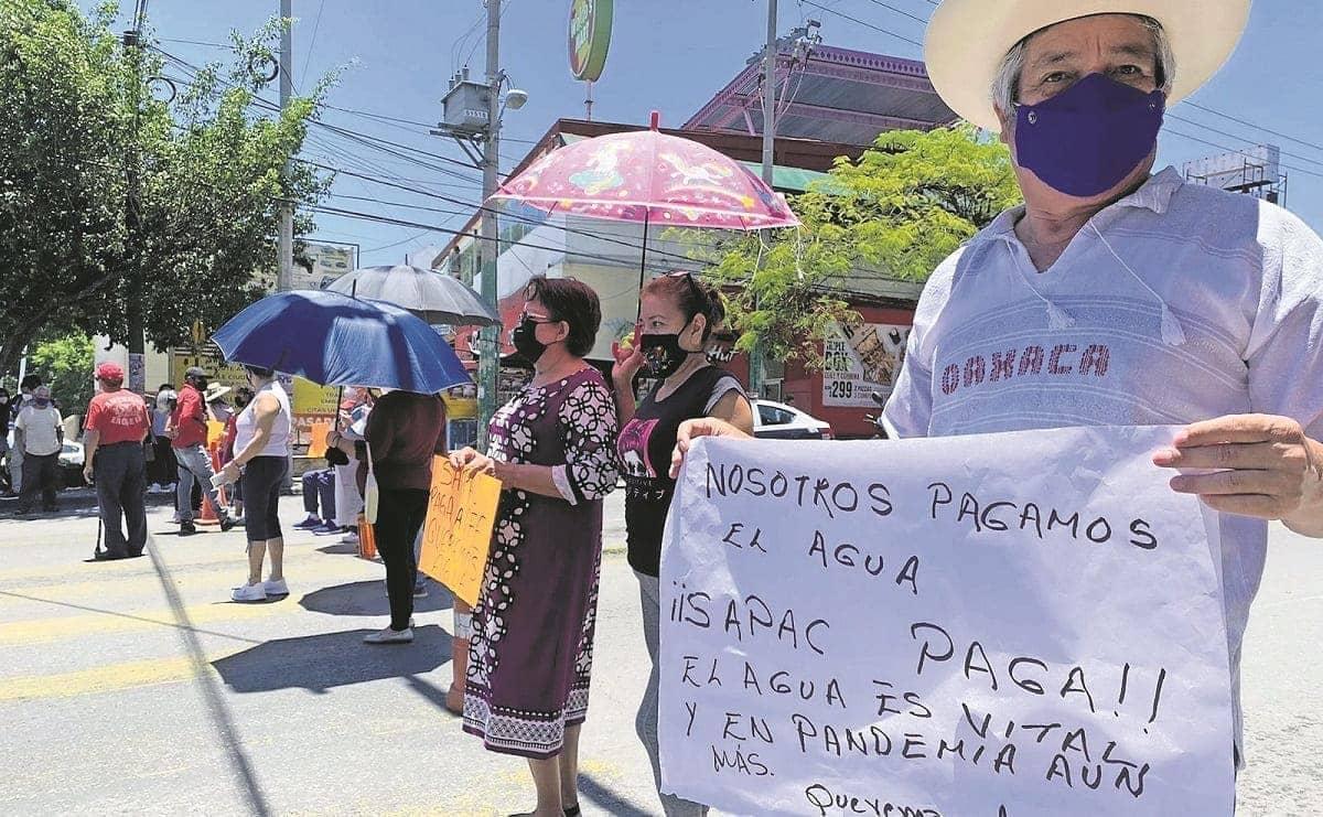 Tras cortes de energía, vecinos de Cuerna se quedan sin agua y bloquean avenida