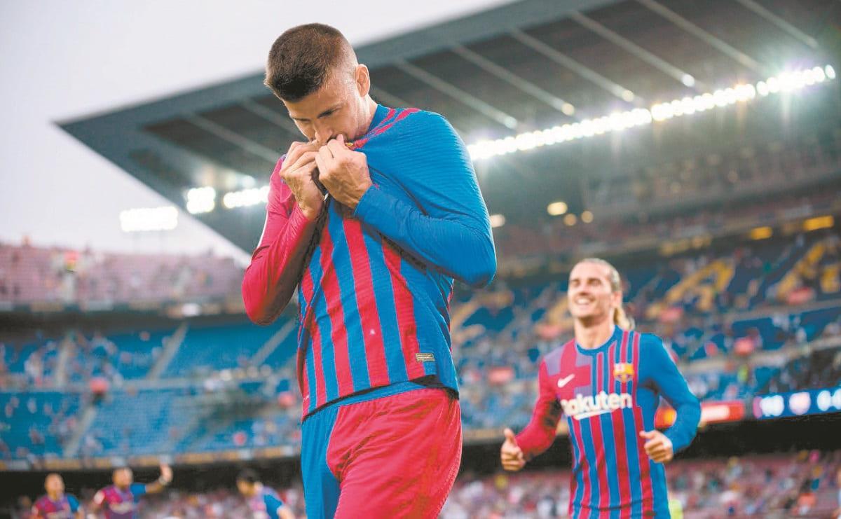 Gerard Piqué ayuda al Barcelona al aceptar reducción de salario en el club español