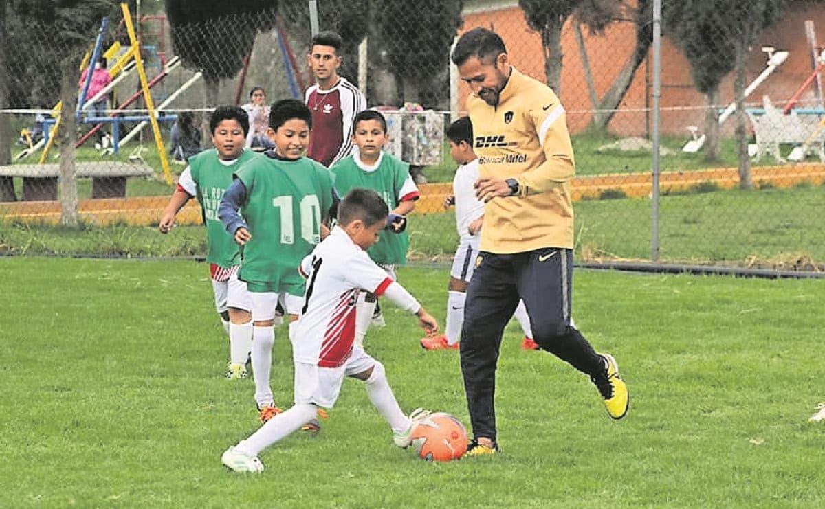 Gerardo Galindo, excapitán de Pumas comparte experiencias con sus aficionados en Morelos