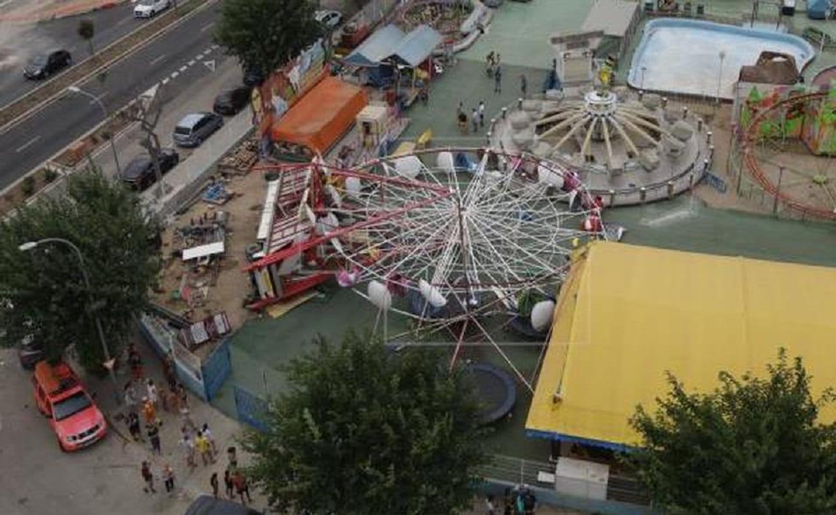 Ráfagas de viento provocan derrumbe de una rueda de la fortuna en España, hay un herido