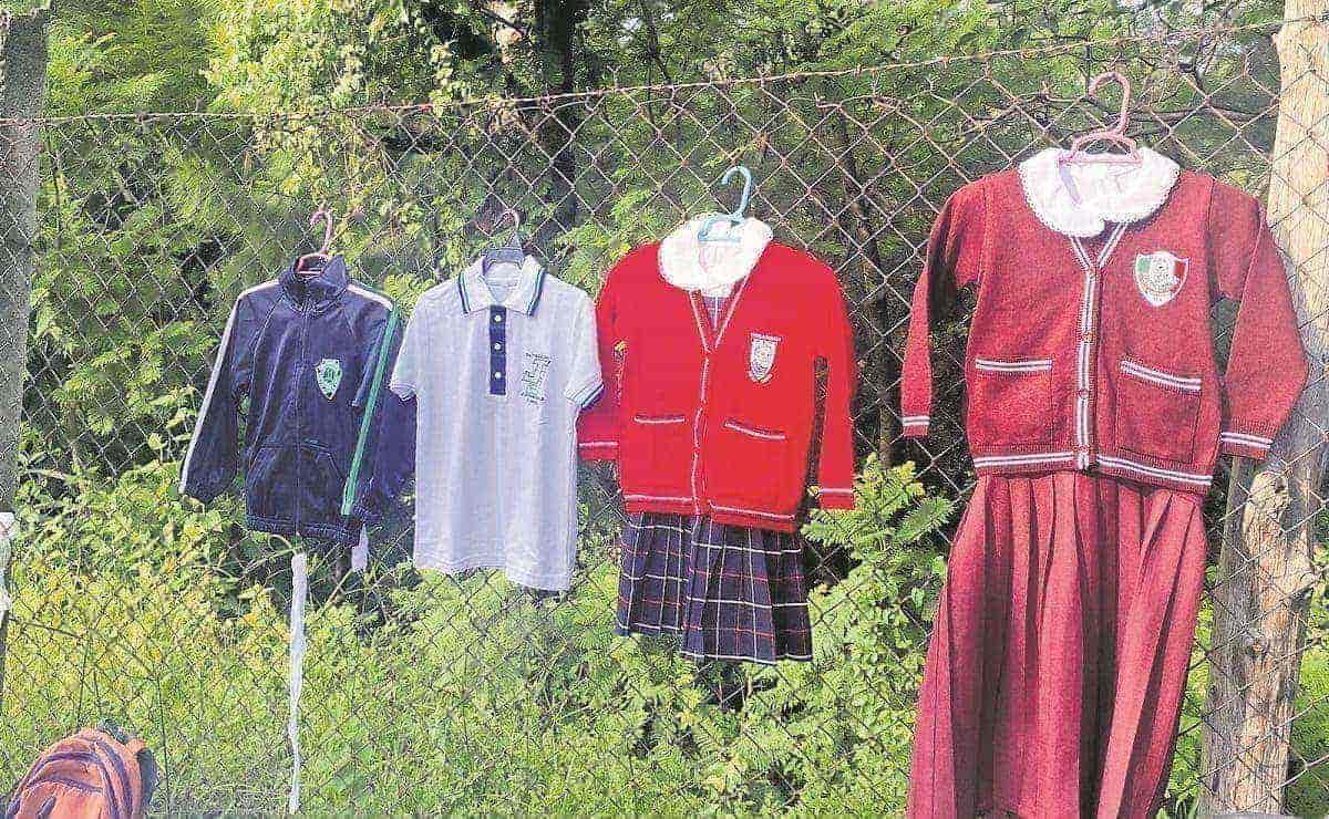 Vendedores de uniformes revelan que padres de familia dudan en comprarles, en Morelos