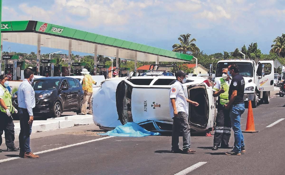 Muere taxista de 63 años despanzurrado, sobre la autopista México - Acapulco