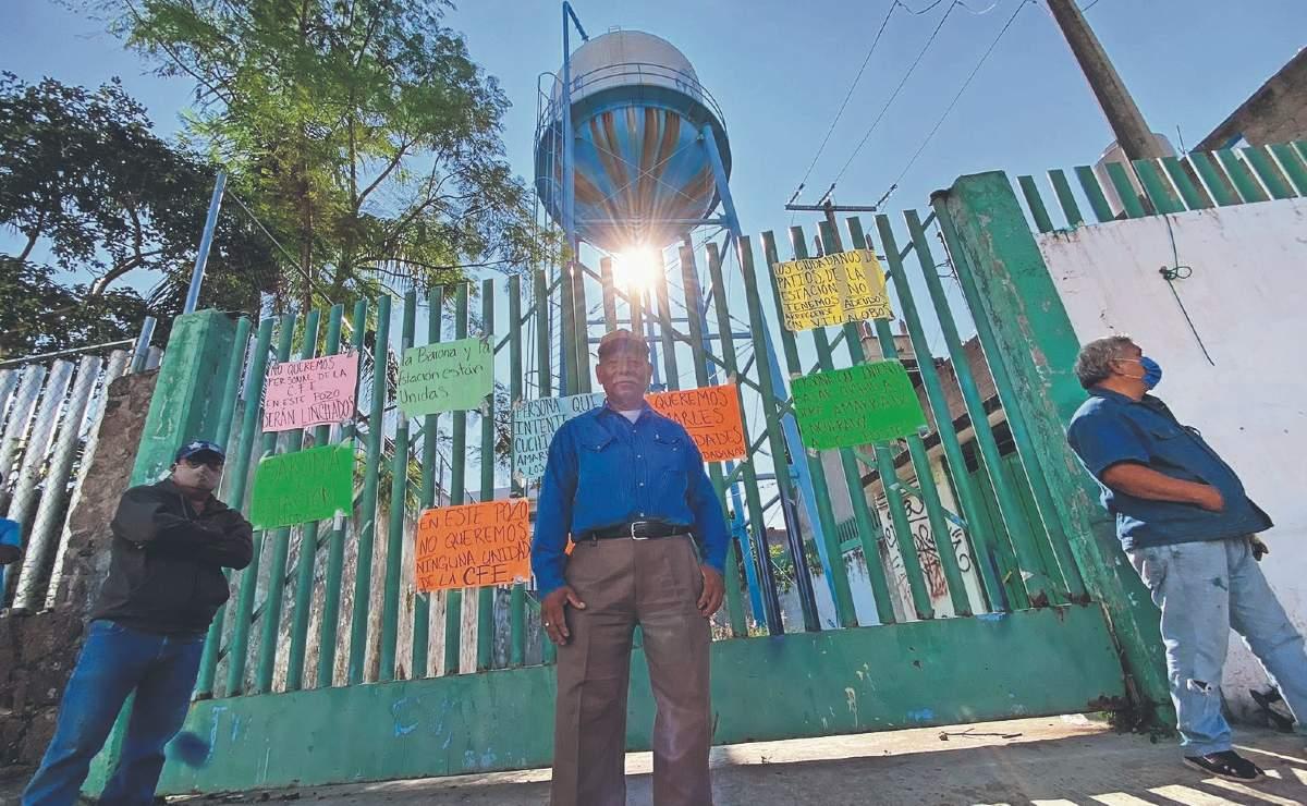 Por falta de agua, pobladores de Cuernavaca toman y hacen guardia al exterior de pozo