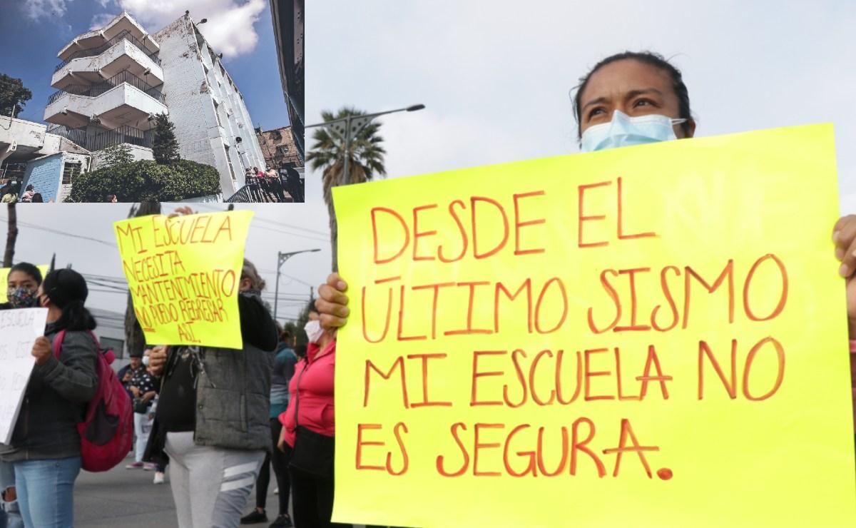 Padres de familia protestan por escuela a borde del colapso en CDMX, ante regreso a clases
