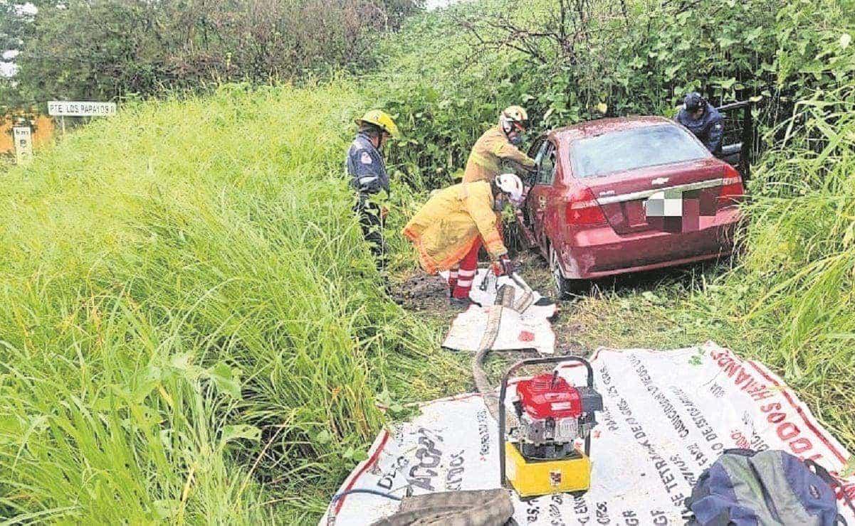 Conductor muere al salirse del camino en la México-Oaxaca, iba a exceso de velocidad