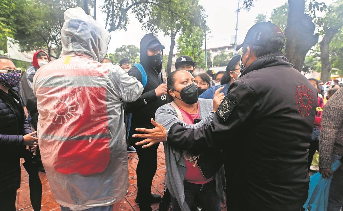 Jóvenes viajan desde Morelos para vacunarse en sede de la alcaldía Xochimilco
