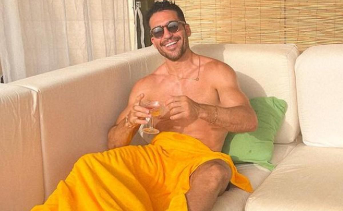 Famoso actor español graba video en mini short y filtra su pack sin querer