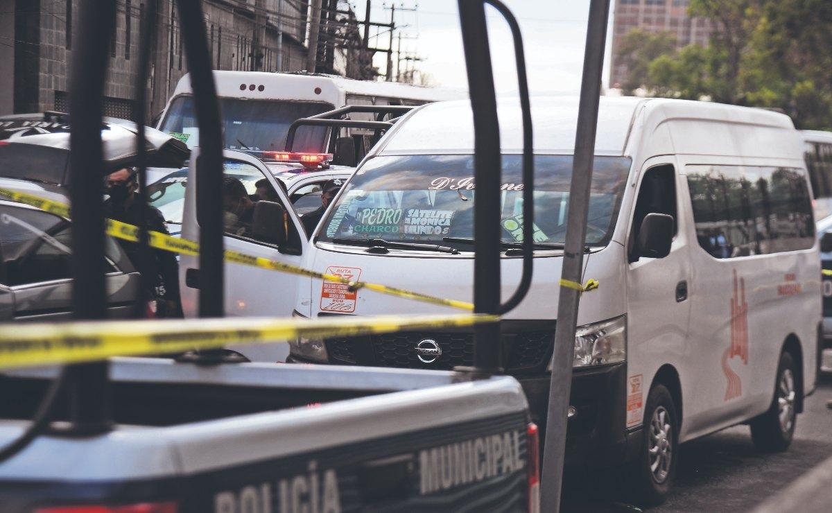 Extorsionadores acribillan a chofer de combi por no pagar su cuota diaria, en Edomex