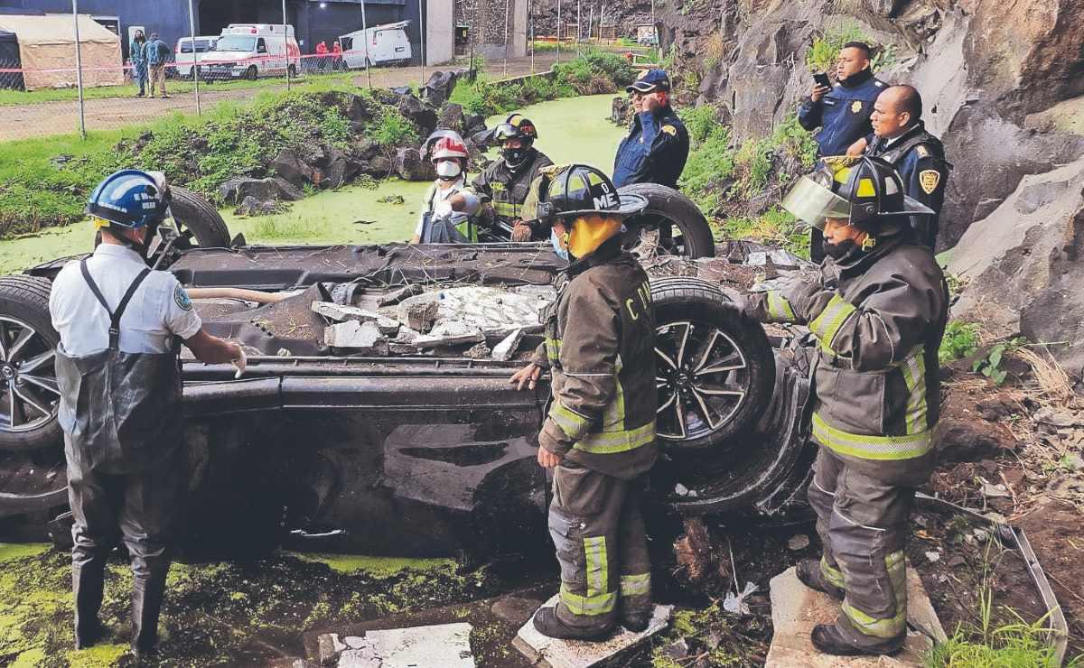 Mujer automovilista muere al instante tras caer de unos 20 metros, en CDMX