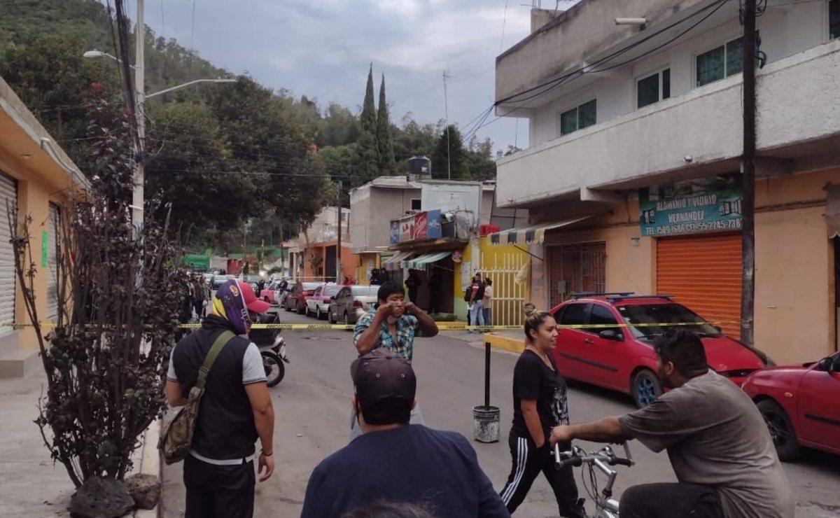 Hombre al volante recibe balazo en la cabeza y muere al instante, en Xochimilco