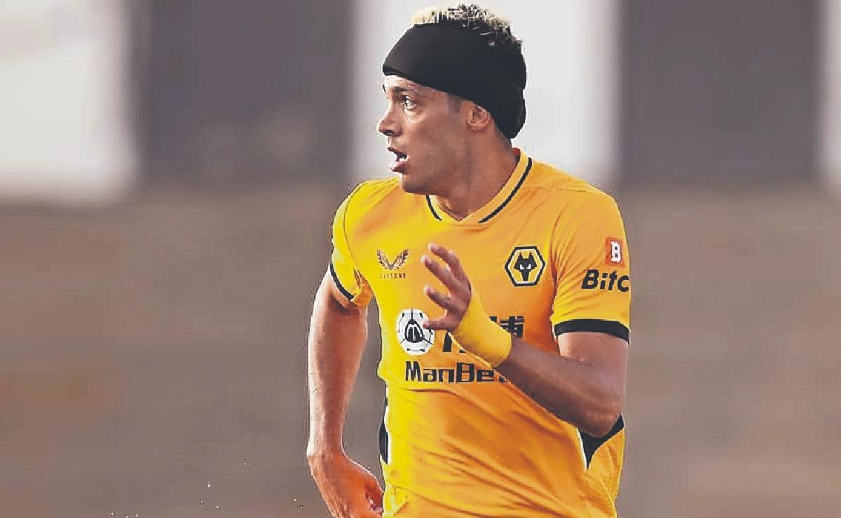 Raúl Jiménez no tiene el permiso de los Wolves para jugar con la Selección Mexicana