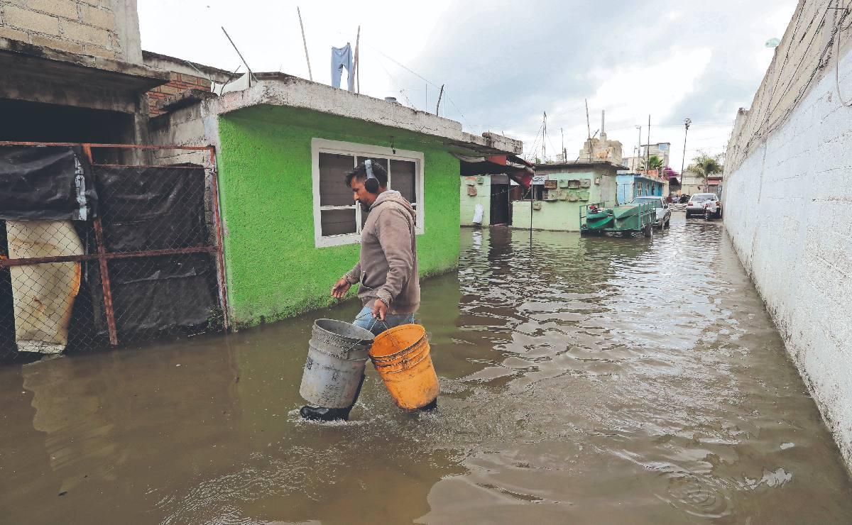 Desbordamiento del Río Lerma deja más de 90 comercios y casas afectadas, en el Edomex