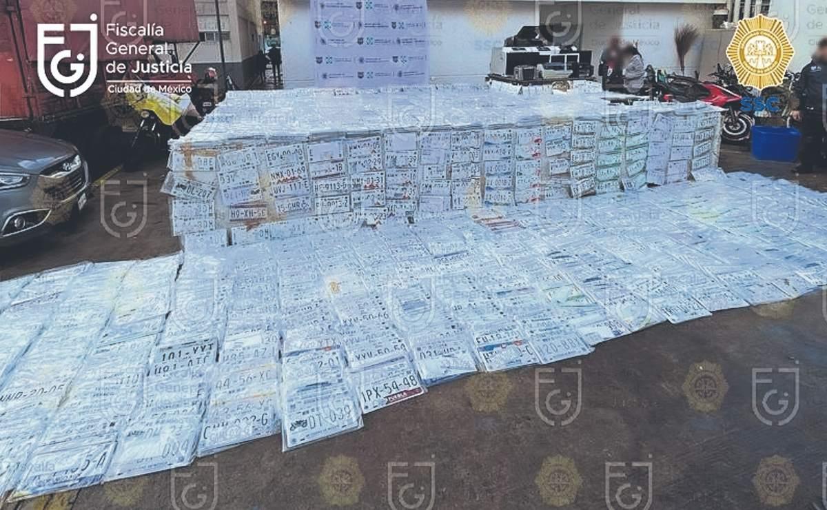 Hallan bodega con 5 mil placas vehiculares falsas en Coyoacán, así operaba la banda
