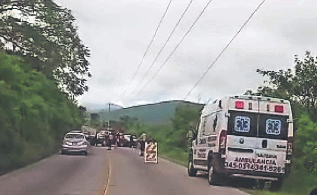 Automovilista da volantazo para evitar choque, pero se estampa contra muro en Morelos