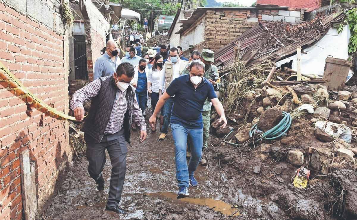 Cuauhtémoc Blanco brinda su apoyo a familias afectadas por las lluvias, en Morelos