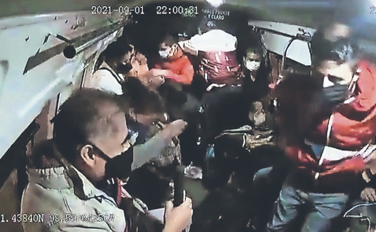 Usuarios de combis que van del Edomex a la CDMX viajan a diario con temor a ser asaltados