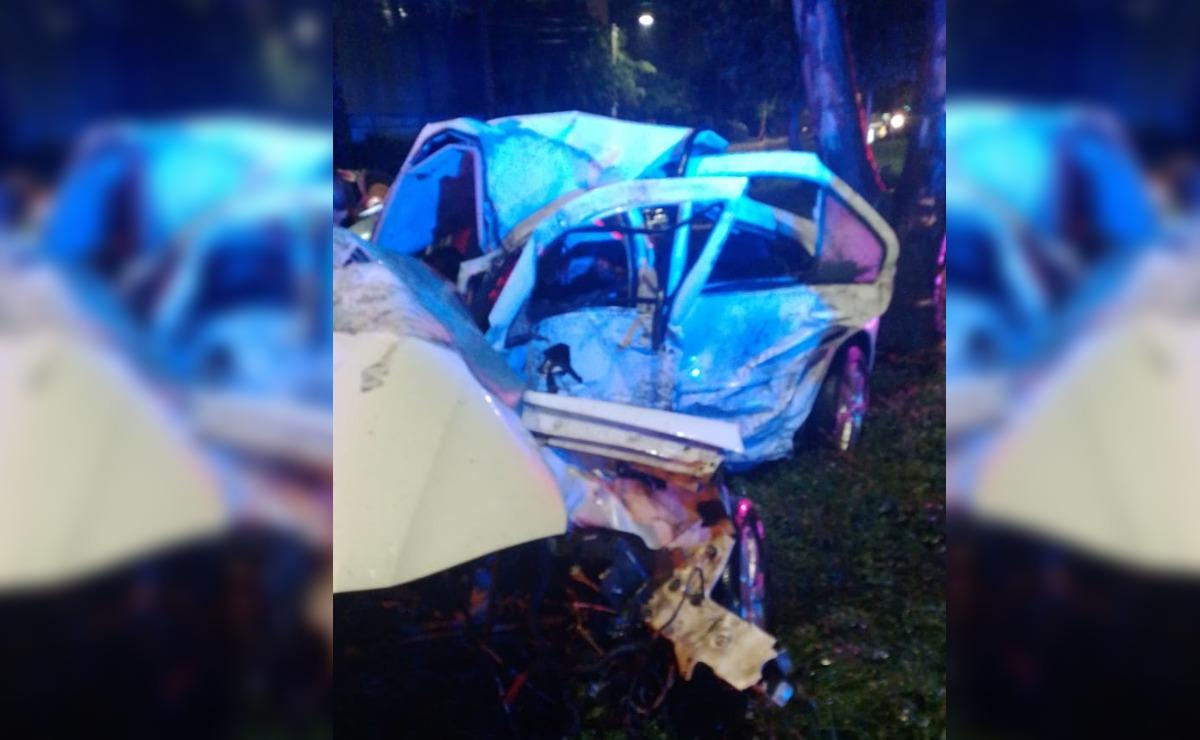 Automovilista de Ecatepec muere al instante tras impactarse contra un árbol