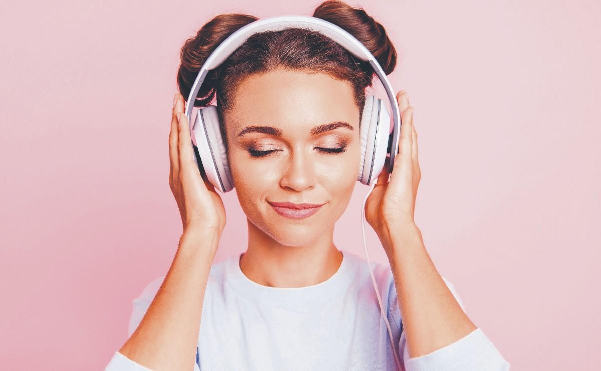 ¡Bájale! Escuchar con audífonos a todo volumen te podría causar daños inmediatos