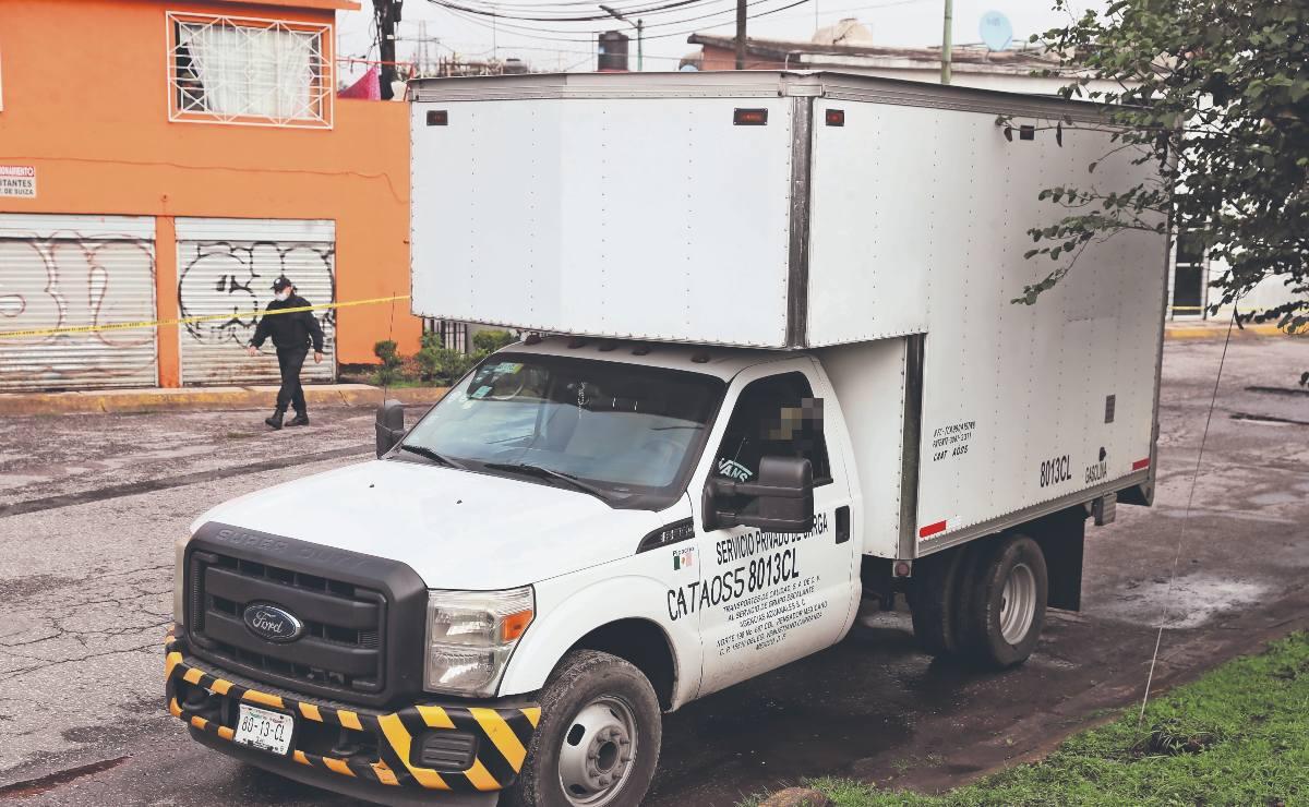 Asaltante termina asesinado dentro de camioneta que quería robar, en Estado de México