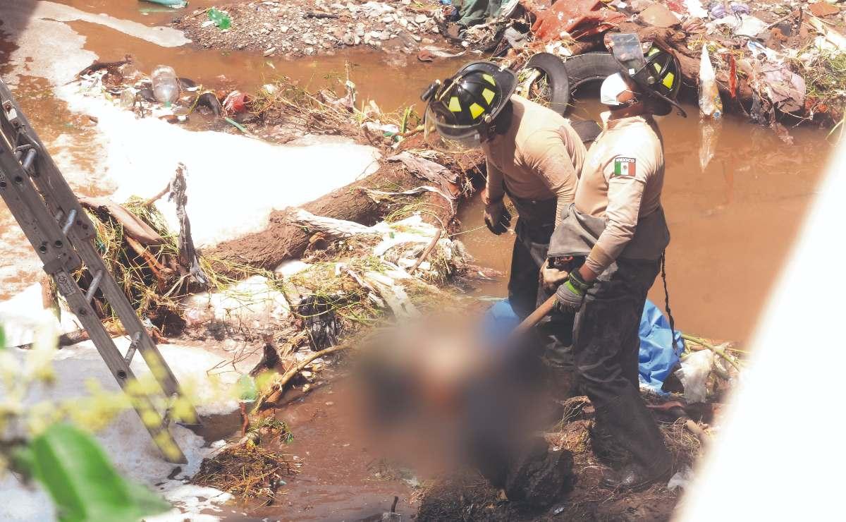 Flota cadáver en canal de Ecatepec, sospechan que fue arrastrado por las lluvias