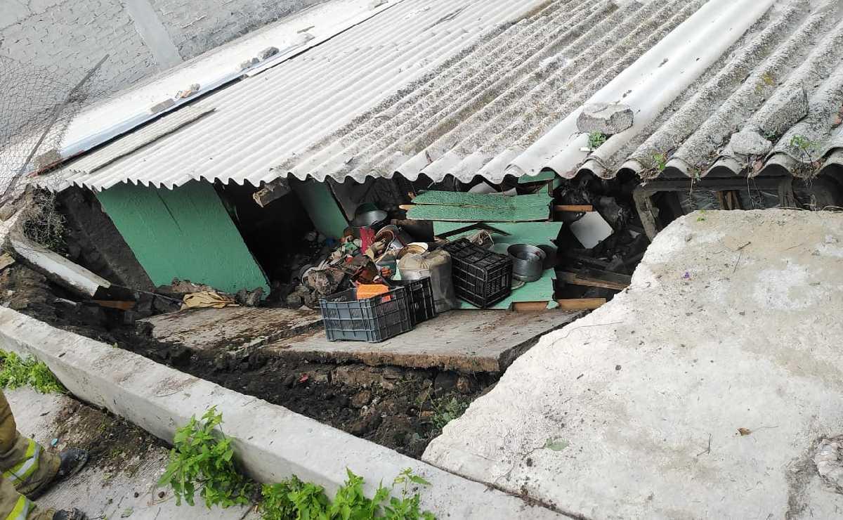 Colapsa muro de casa en Chimalhuacán y deja lesionada a señora y a un niño