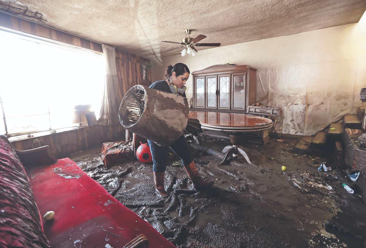 Tras finalizar inundaciones, habitantes de Hidalgo lo pierden todo