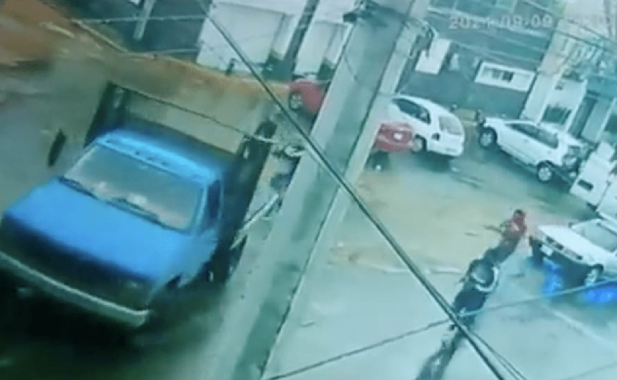 Taladores ilegales se les escapan a policías frente a sus ojos, en Milpa Alta