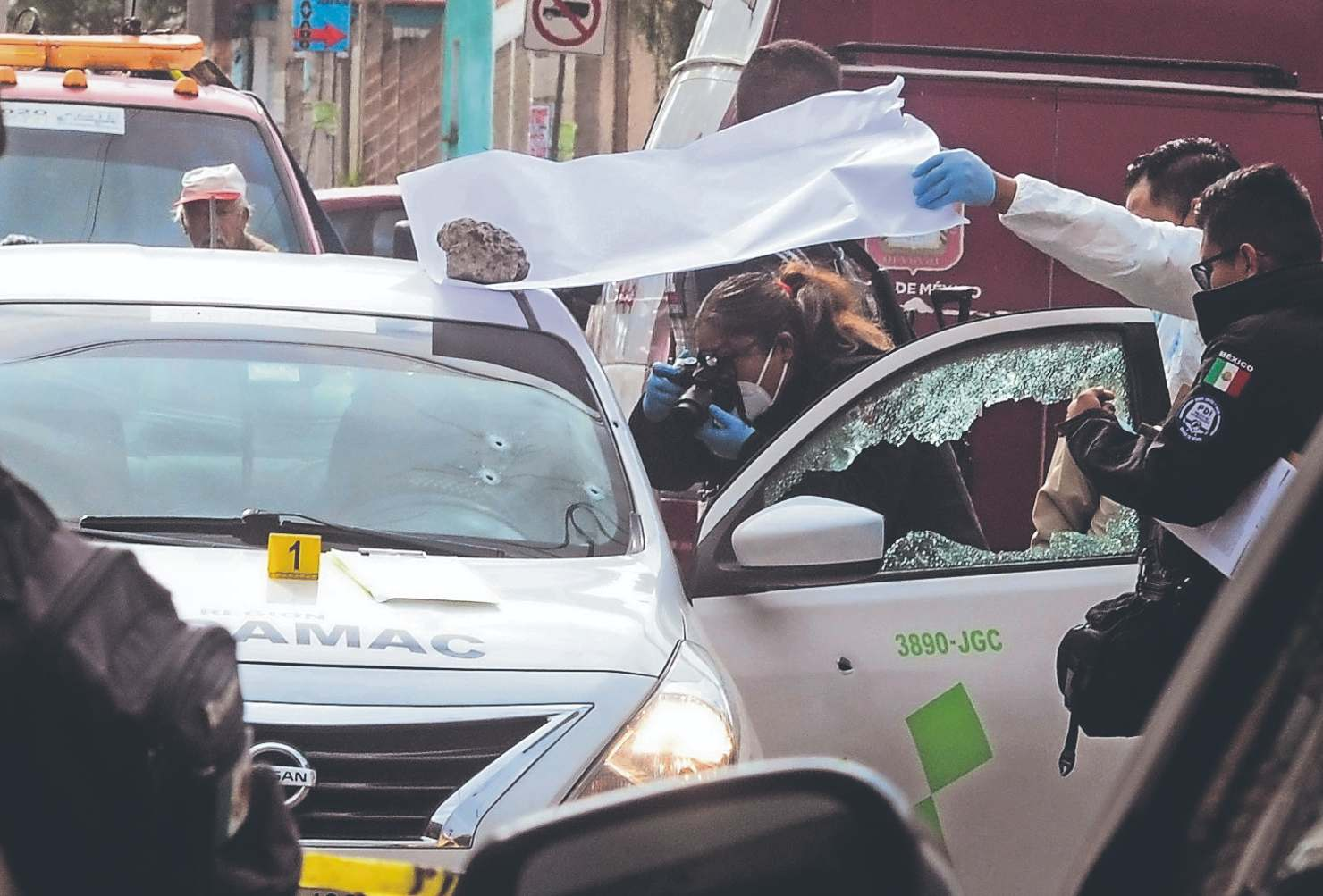 Tras dejar a una clienta, taxista del Edomex es asesinado a balazos por sujetos armados