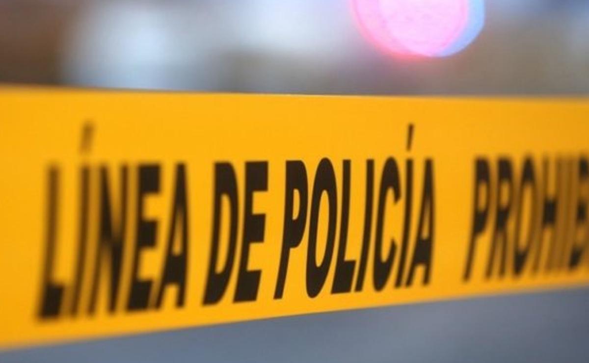 Ejecutan a una mujer con rifle de asalto y tiran su cadáver en una carretera de Morelos