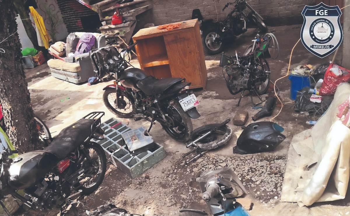 Atoran a 4 jóvenes y una menor de edad durante cateo en Morelos, tenían 11 motos robadas