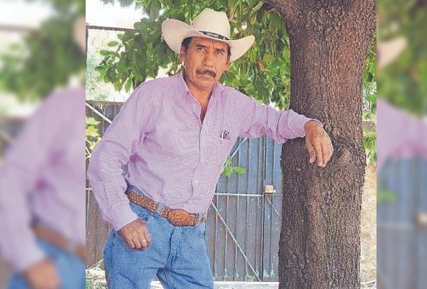 Familiares y amigos le dan el último adiós a director de primaria asesinado en Morelos