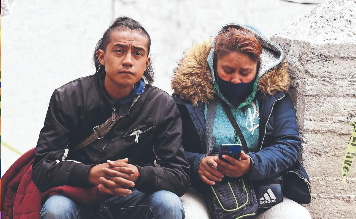 Jorge Armando aún espera rescate de su esposa y niños en Cerro del Chiquihuite