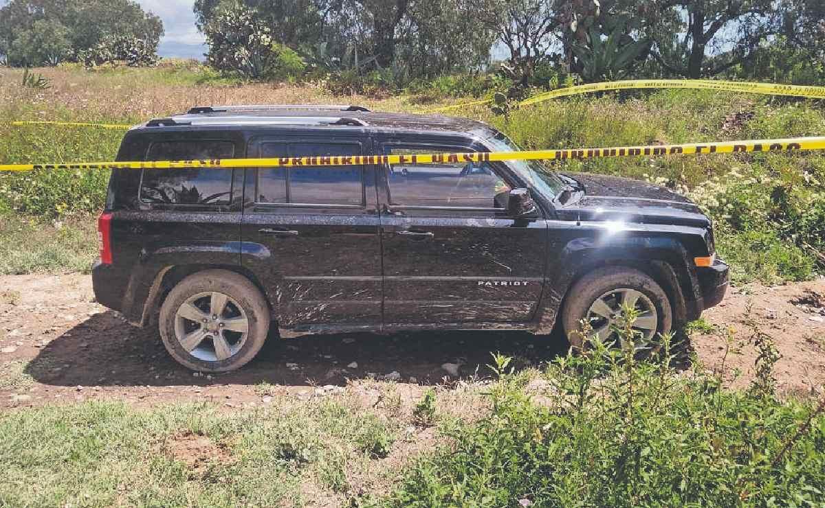 Asesinan a dos hombres mientras pisteaban dentro una camioneta en Tecámac