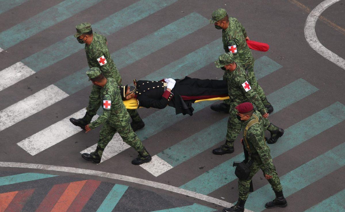Cadete del Heroico Colegio Militar se desmaya en pleno desfile; así transcurrió la jornada en CDMX