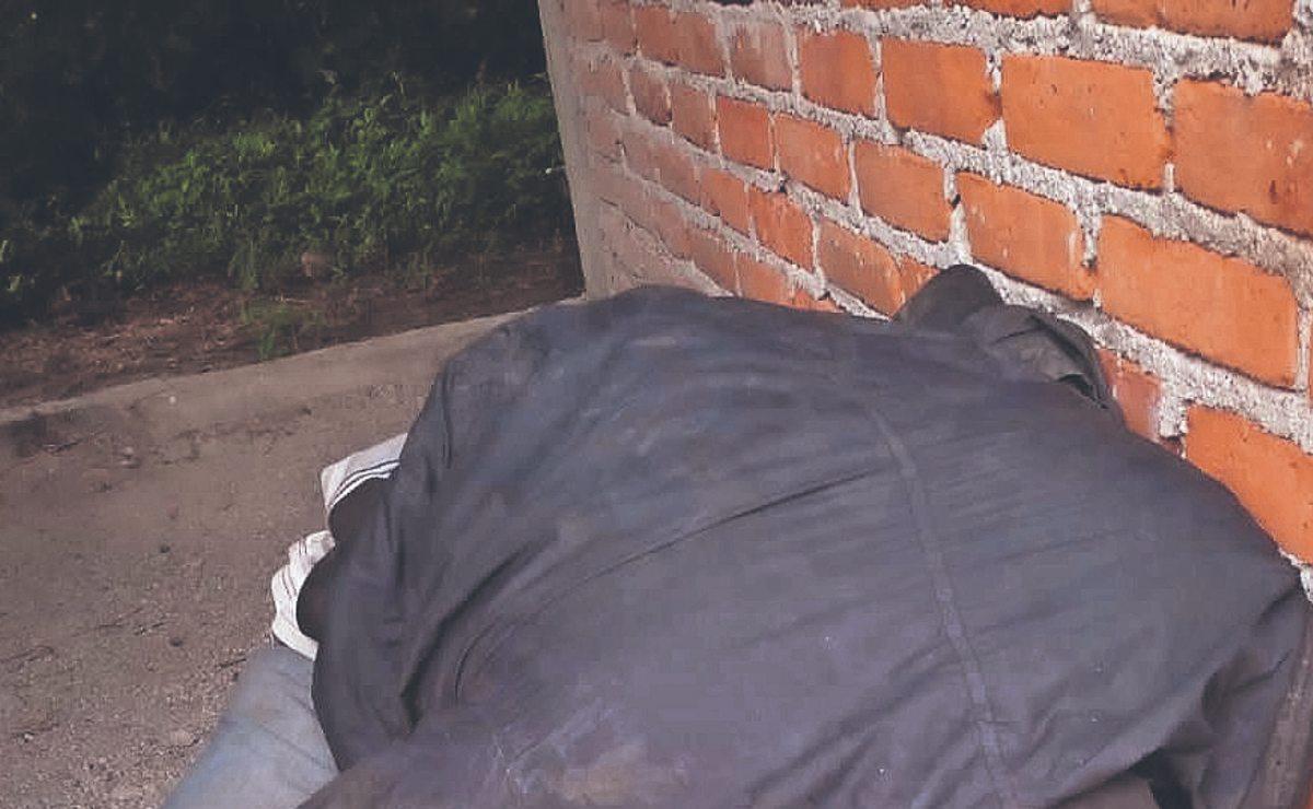 Hombre muerto con balazo en la choya es hallado dentro de casa en obra negra, en Morelos
