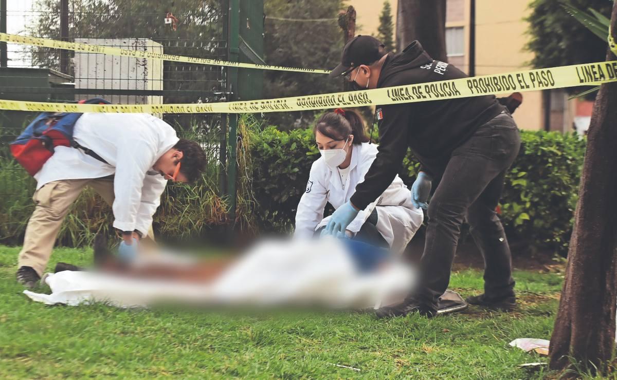 Familia de indigente se aparece en calles de la CDMX, frente a su cadáver