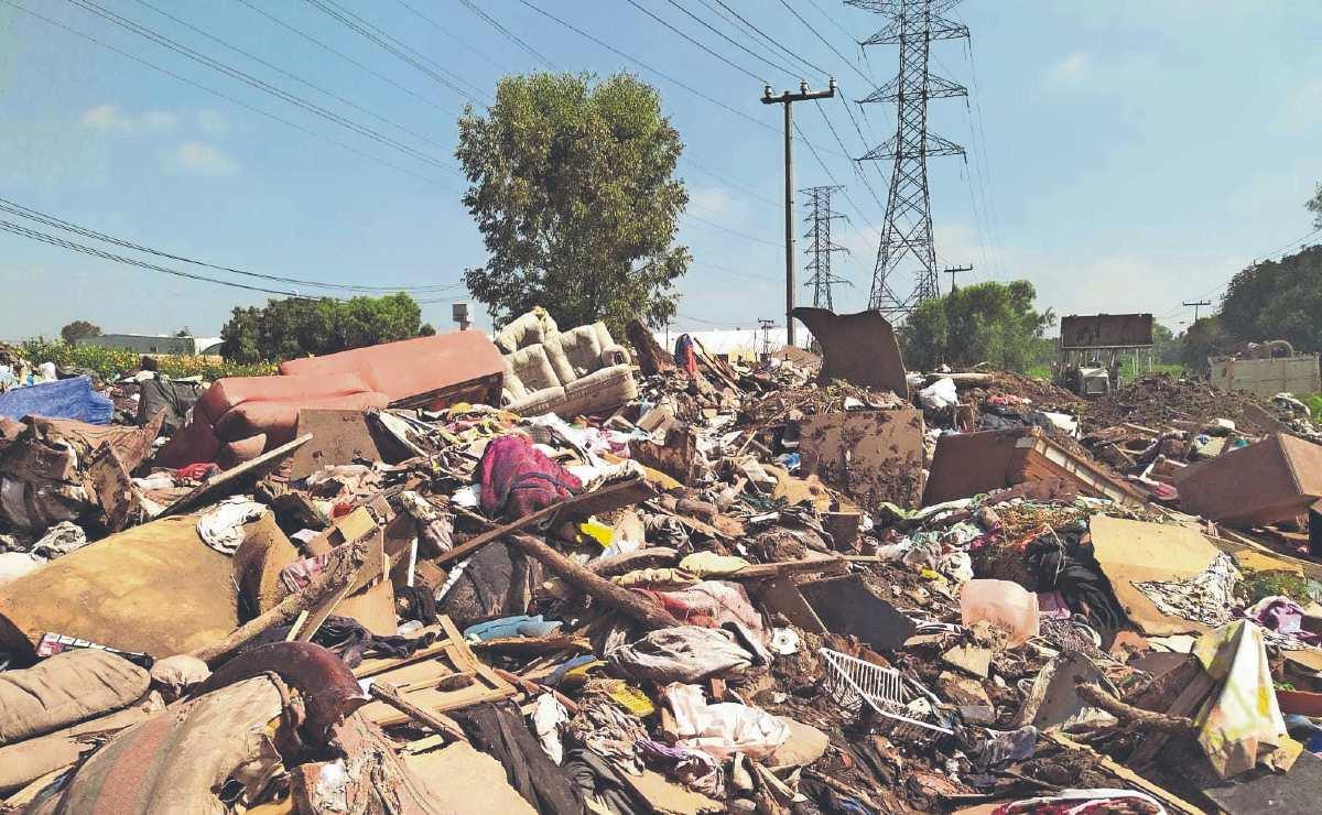 Denuncian tiradero ilegal para muebles inservibles y basura, tras inundaciones en Ecatepec