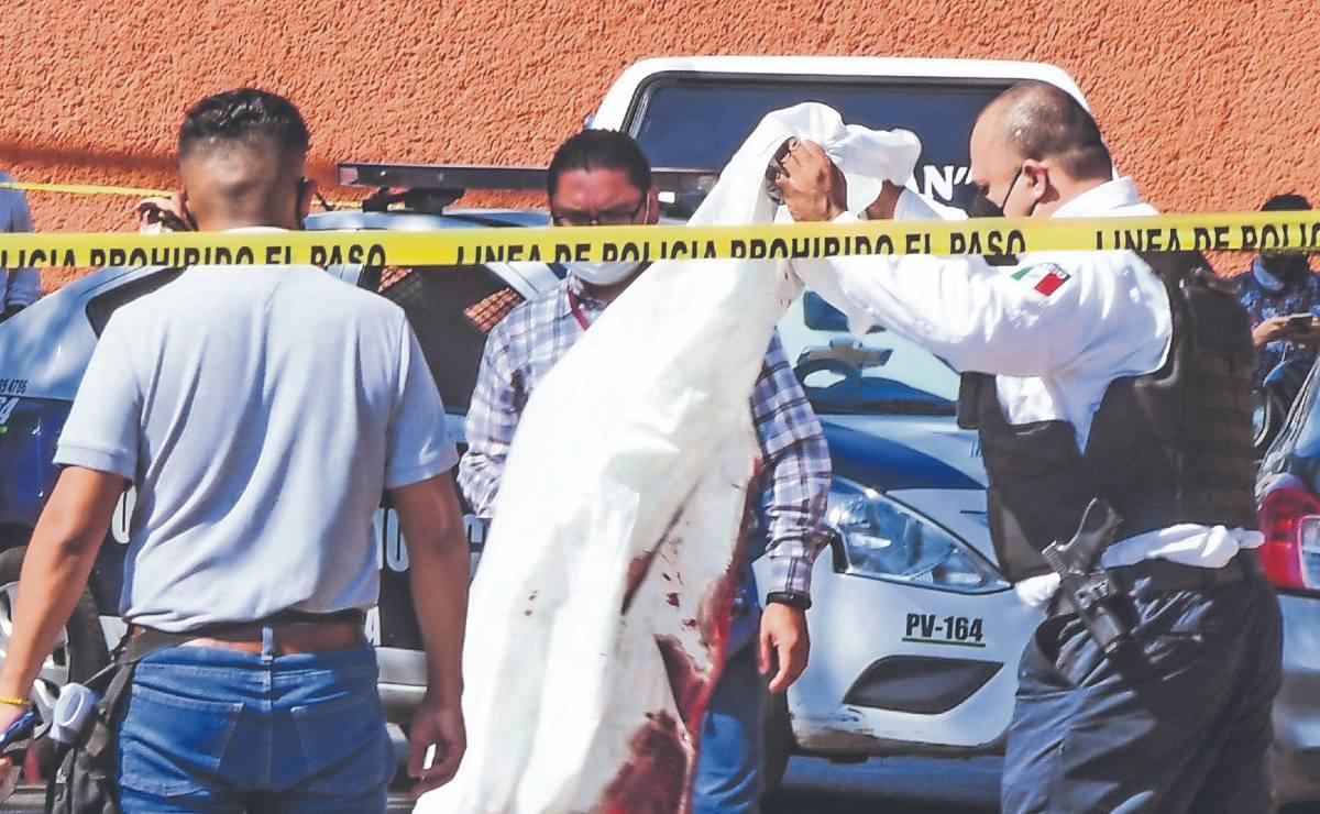 Asesinan de 6 balazos a hombre que iba en bicicleta, en Tlalnepantla