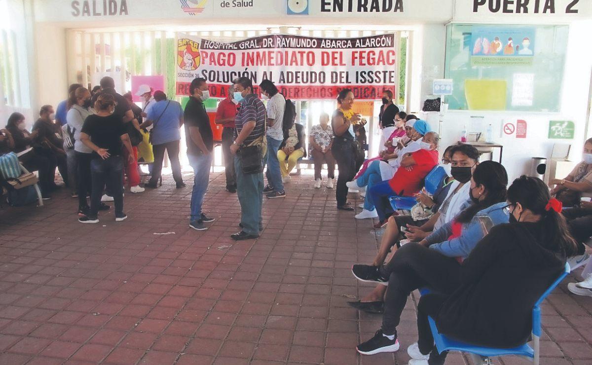 Trabajadores y personal médico en hospitales de Guerrero paran labores, por dinero