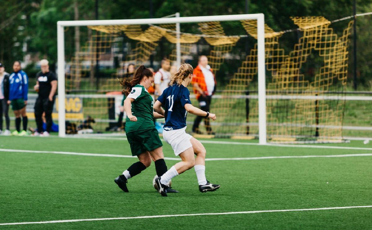 COFECE sanciona a 17 clubes de futbol por monopolio y poner tope salarial a jugadoras