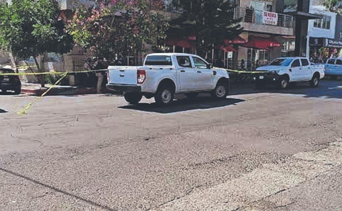 Rateros asaltan a comensales y empleados de una cafetería y se escapan, en Morelos