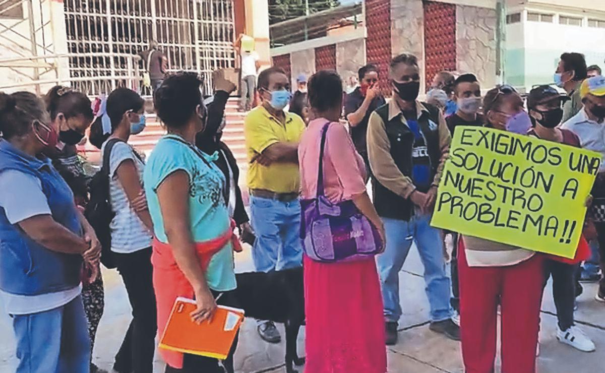 Vecinos piden ser reubicados luego de que sus viviendas resultaran cuarteadas, en Morelos