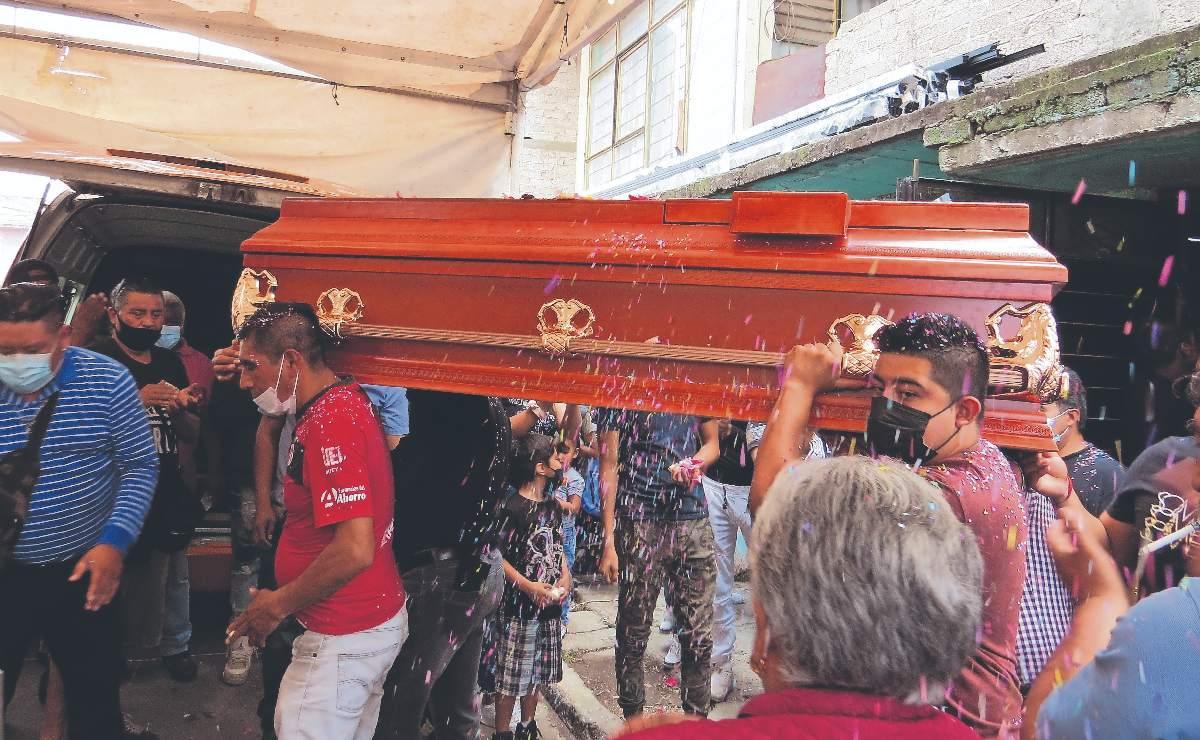 Entierran a 'La Pato', chofer asesinada en Edomex que tenía planes con sus 4 hijos