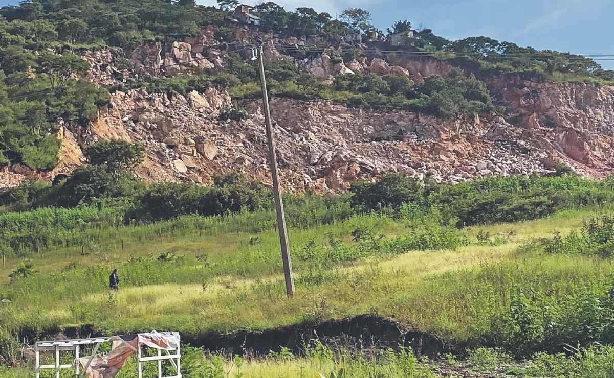 Cerro se desgaja y destruye 3 casas en Morelos, autoridades ya lo habían advertido