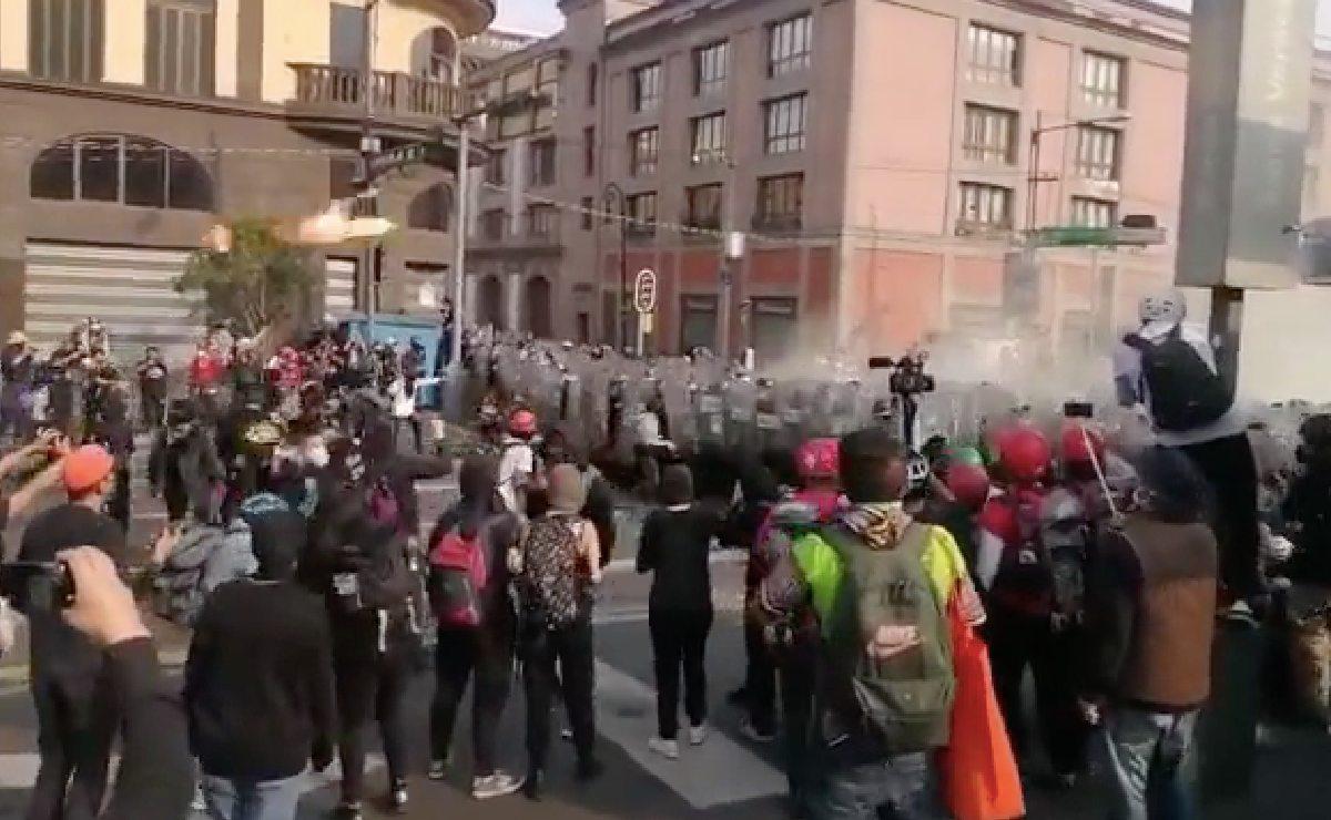 Así se vive la guerra entre anarquistas contra policías por el 2 de octubre, en la CDMX